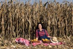 Donna nel campo di grano Fotografia Stock