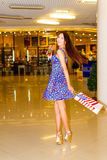 Donna nel centro commerciale Fotografie Stock Libere da Diritti