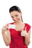 Donna nel colore rosso con sorridere della scheda Fotografie Stock Libere da Diritti