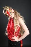 Donna nel colore rosso ed in papavero rosso Fotografia Stock
