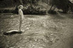 Donna nel fiume Fotografie Stock Libere da Diritti