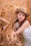 Donna nel giacimento di grano Immagine Stock