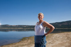 Donna nel lago fotografia stock libera da diritti