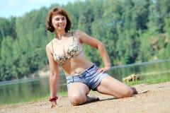 Donna nel lago Fotografia Stock