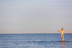 Donna nel mare Immagini Stock Libere da Diritti