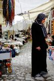 Donna nel mercato tipico, Turchia fotografia stock libera da diritti