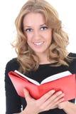 Donna nel nero con il blocchetto per appunti rosso Immagini Stock