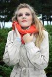 Donna nel sogno beige del cappotto Fotografia Stock
