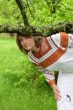Donna nel suo vestito del vnatsionalnom del giardino Immagine Stock Libera da Diritti