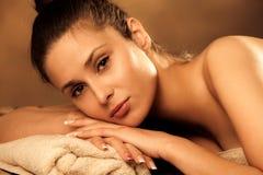 Donna nel wellness Fotografie Stock Libere da Diritti