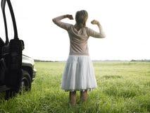 Donna nell'allungamento del campo Immagine Stock Libera da Diritti