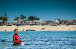 Donna nell'oceano Immagini Stock Libere da Diritti