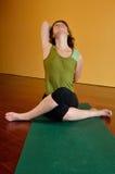 Donna nell'yoga gravosa Immagini Stock