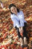 Donna nella caduta Fotografia Stock