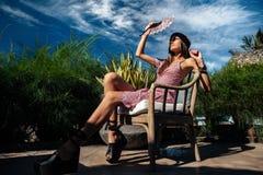 Donna nella località di soggiorno Fotografia Stock
