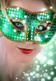 Donna nella mascherina verde del costume Fotografia Stock