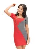 Donna nella musica d'ascolto del vestito elegante Immagini Stock Libere da Diritti