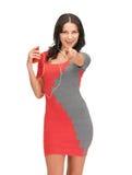 Donna nella musica d'ascolto del vestito elegante Fotografie Stock