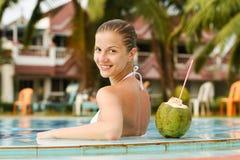 Donna nella piscina Fotografia Stock