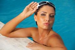 Donna nella piscina Immagine Stock