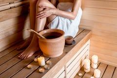 Donna nella sauna Fotografie Stock Libere da Diritti