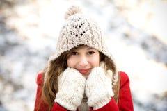 Donna nella scena di inverno Fotografie Stock Libere da Diritti
