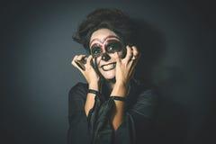 Donna nella travestimento per Halloween Fotografia Stock Libera da Diritti