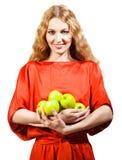 Donna nelle mele rosse della tenuta in sue mani Immagini Stock