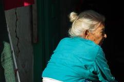 Donna nepalese anziana Fotografie Stock Libere da Diritti