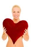 Donna nuda con il cuscino heart-shaped Fotografia Stock Libera da Diritti