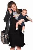 Donna occupata con il bambino Fotografia Stock