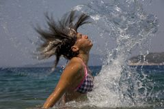 Donna in oceano Fotografie Stock
