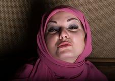 Donna orientale dei bei occhi misteriosi del primo piano che indossa un hijab Fotografia Stock Libera da Diritti