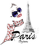Donna a Parigi vicino alla torre Eiffel Fotografie Stock Libere da Diritti