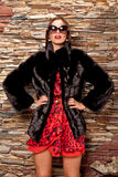 Donna in pelliccia nera di lusso Fotografia Stock Libera da Diritti