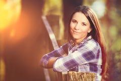 donna pendente della rete fissa fotografie stock libere da diritti