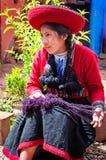 Donna peruviana in Chinchero Immagini Stock Libere da Diritti