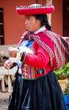 Donna peruviana in Chinchero Immagine Stock