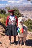 Donna peruviana con la lama in Cusco Immagine Stock Libera da Diritti