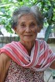 Donna più anziana asiatica con il vestito stile country tailandese Fotografie Stock