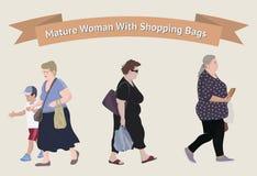 Donna più anziana con i sacchetti della spesa Immagini Stock Libere da Diritti