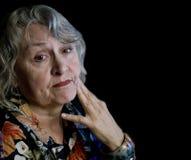Donna più anziana con lo sguardo preoccupato Immagine Stock