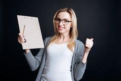 Donna positiva che esprime gioia Fotografie Stock