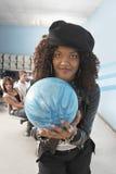 Donna pronta a rotolare la palla Fotografia Stock Libera da Diritti