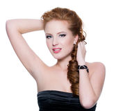 Donna red-haired sensuale con trucco di fascino Fotografia Stock
