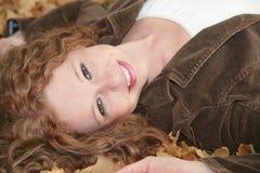 Donna redhaired sveglia fotografie stock