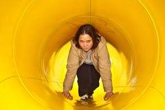 Donna Relaxed in un tubo dell'ingluvia Fotografia Stock Libera da Diritti