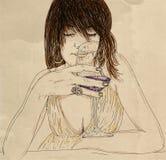 Donna rilassata con il vino di fiuto di vetro Immagine Stock Libera da Diritti