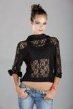 Donna in rivestimento e jeans del merletto Fotografie Stock