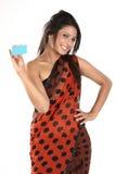 Donna in sari con la carta di credito Fotografia Stock